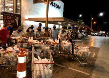 Iniciativa, coordenada pela primeira-dama Vanessa Morais,  consiste em trocar 1kg de alimento por uma máscara de tecido — Foto: Prefeitura de Cachoeirinha