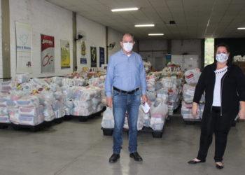 Zaffalon é o coordenador geral do Comitê de Solidariedade ao Enfrentamento do Coronavírus, na foto ao lado da nutricionista e chefe de divisão da Segurança Alimentar Renata Becker — Foto: Rafael Trajano