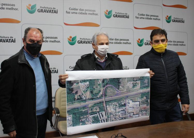 Início das obras foi anunciado em coletiva, com Luiz Zafallon, Marco Alba e Áureo Tedesco — Foto: Rafael Trajano