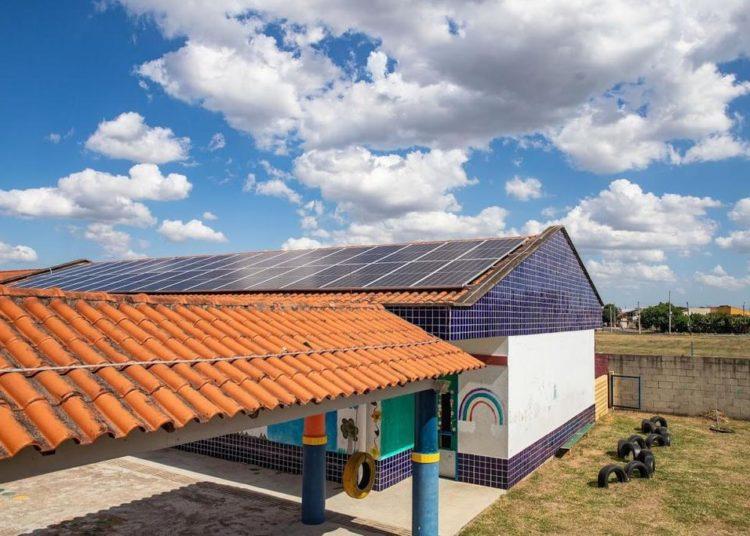 Entre as iniciativas canoenses de destaque e que impactam no reconhecimento dado a cidade, estão as escolas sustentáveis, cuja energia solar possibilita mais 90% de economia — Foto: Divulgação/PMC