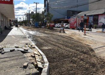 Obra do Conduto Forçado vai combater os alagamentos da rua Lídio Batista — Foto: Larissa Ribeiro/PMC