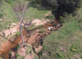 Erosão pode ser causada por falta de vegetação — Foto: Andrei Fialho
