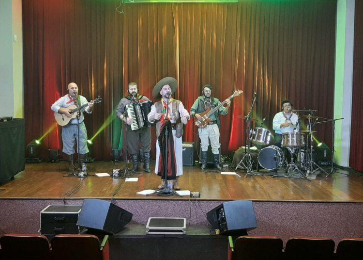 Cardeal Missioneiro embalou a programação de aniversário com música gaúcha — Foto Alisson Moura/PMC