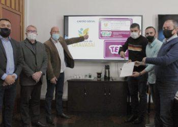 Zaffa, secretário e vereadores apresentam o 'Cartão Social' do transporte municipal — Foto: Rafael Trajano