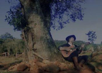 Leandro Berlesi escreveu a música durante uma tarde tomando chimarrão com a filha no Parcão de Cachoeirinha
